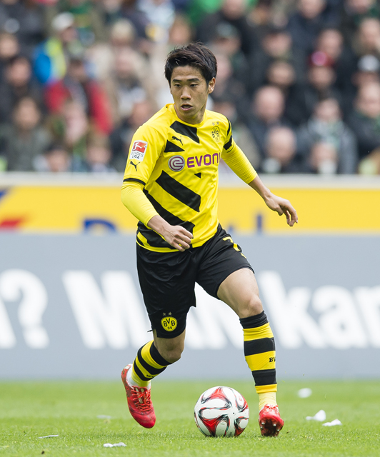 MOENCHENGLADBACH, GERMANY - APRIL 11: Shinji Kagawa of Borussia Dortmund in action during the Bundesliga match between Borussia Moenchengladbach and Borussia Dortmund at Stadion im Borussia-Park on April 11, 2015 in Dortmund, Germany. (Photo by Alexandre Simoes/Borussia Dortmund/Getty Images)